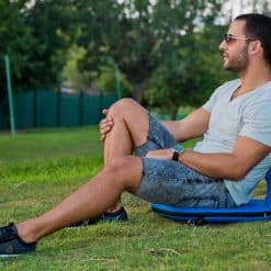 ישיבה בפיקניק בפארק