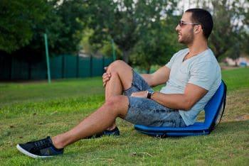 כסא הפיקניק על הדשא