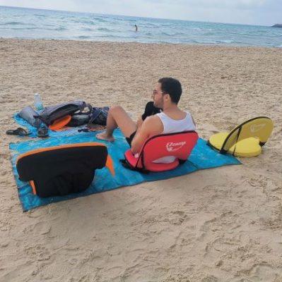 כסאות ים מתקפלים בחוף