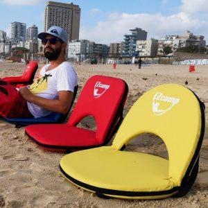 כיסאות ים EZcamp בחוף הים על החול