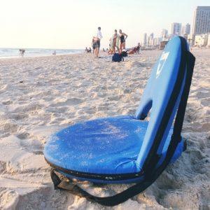 כסא ים מתקפל EZcamp בחוף הים
